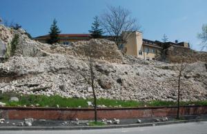 Le mura della città vecchia dell'Aquila